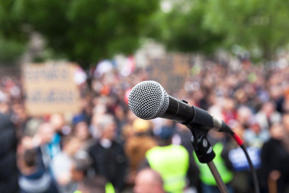 microphone in public